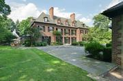 SINGLE-FAMILY HOME333 Lake St.Chestnut HillSelling price: $10,500,000Listing broker: Campion & Co. Fine Homes Real EstateDate closed: Sept. 17, 2012Days on market: 332Square feet: 16,703Bedrooms: 9Bathrooms: 7 full, 4 halfRooms: 20Lot size: 3.03 acres