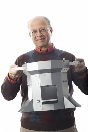 Ashok Gadgil, winner of Lemelson-MIT Award for Global Innovation, holds Berkeley-Darfur Stove