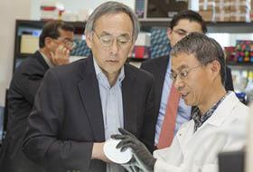U.S. Secretary of Energy Steven Chu, (left) recently toured Agrivida's Medford offices to be briefed on its progress in developing non-food biomass feedstocks for the renewable fuels