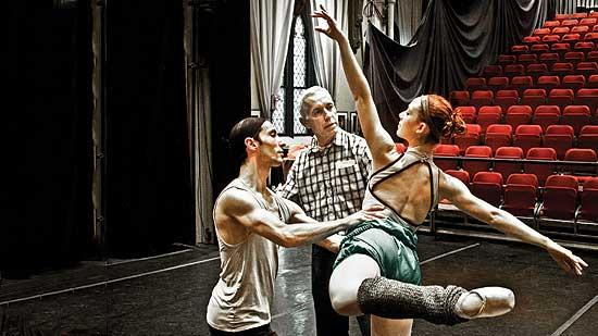 """Jose Mateo, artistic director of the Jose Mateo Ballet Theatre, reviews moves with dancers during a rehearsal of this season's """"The Nutcracker."""""""