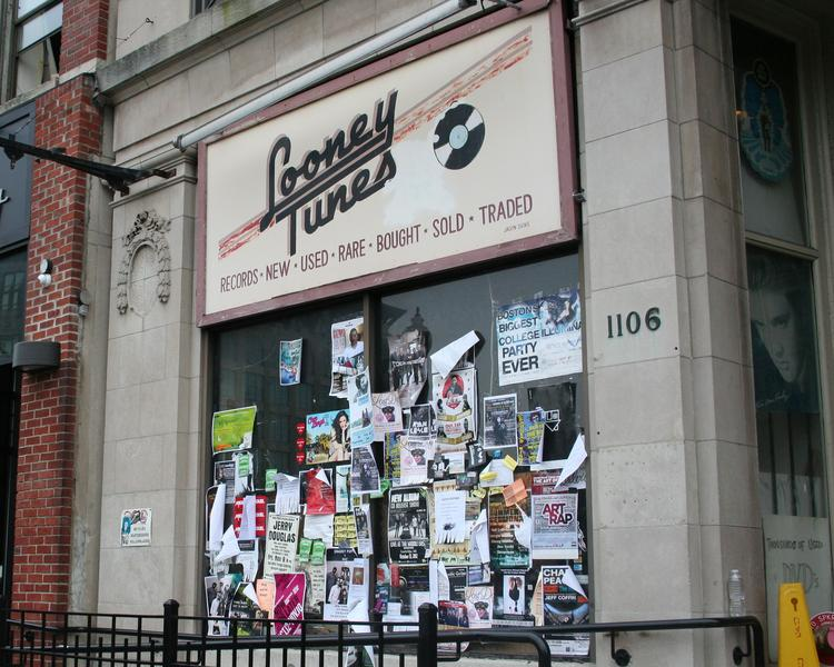 J.P. Licks is planning to move into the space vacated by Looney Tunes on Boylston Street.