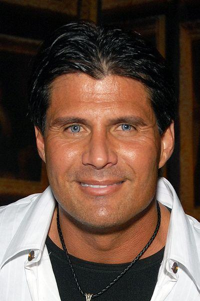 Jose Canseco will play for the Fort Worth Cats in the team's opening homestand.