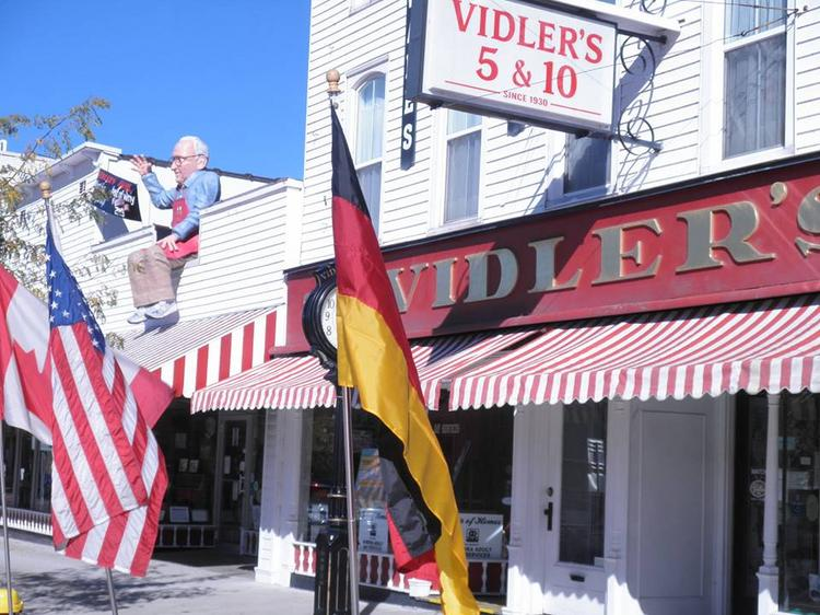 Vidler's, in East Aurora, has announced plans to remain closed on Thanksgiving. The move is generating praise by customers on social media.