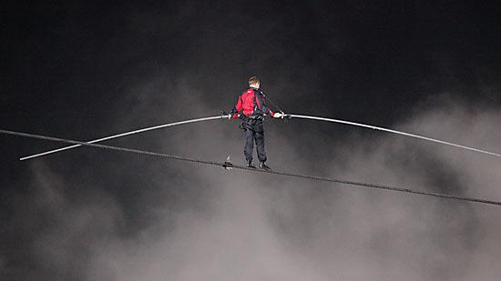 WKBW's rating peaked at 48.5 or a 67 share as Nik Wallenda performed his aerial crossing over Niagara Falls.