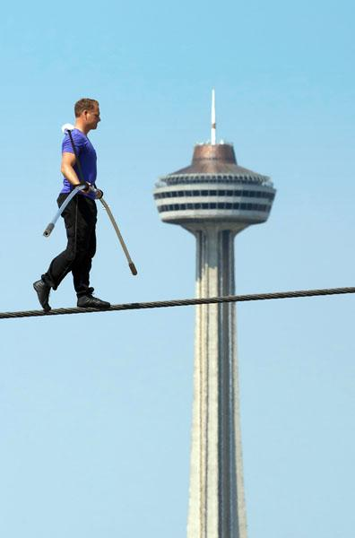 Nik Wallenda practicing for his Niagara Falls walk.