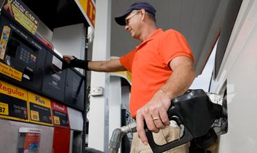 Gas prices could top $5 per gallon in the United States this year if the debt crisis leads to a government default, according to a report.