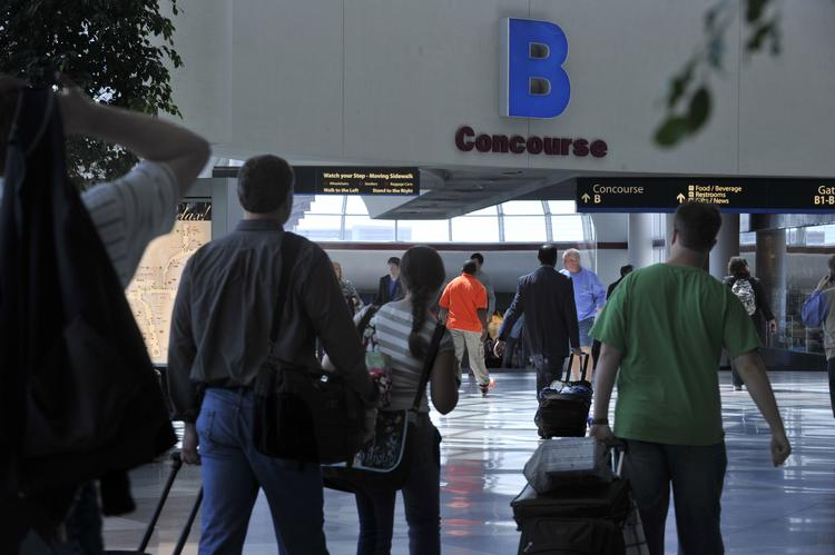 Control of Charlotte Douglas International Airport appears likely to shift from city government to a regional authority after recommendation by an independent study.