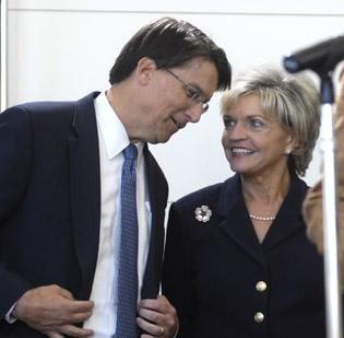 Former Gov. Bev Perdue chats with her successor, former Charlotte mayor Pat McCrory.