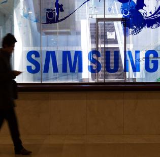 South Korean device maker Samsung Electronics Co. Ltd. is reportedly working on its own wearable device to rival the one being developed by Apple Inc.