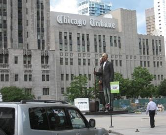 Chicago Tribune Media Group has cut a deal with media blogger Robert Feder.