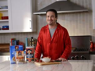 Fabio Viviani is in the kitchen pitching oatmeal in a new Quaker Oats online video.