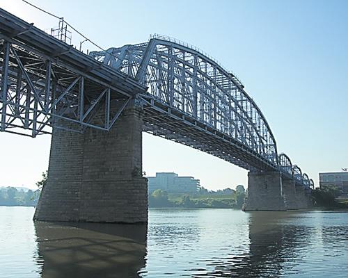 The Purple People Bridge project, estimated to cost more than $100 million, would include 150,000 square feet of multi-level entertainment and lodging uses, including a boutique hotel, conference and banquet center, restaurants, pubs, and other attractions.