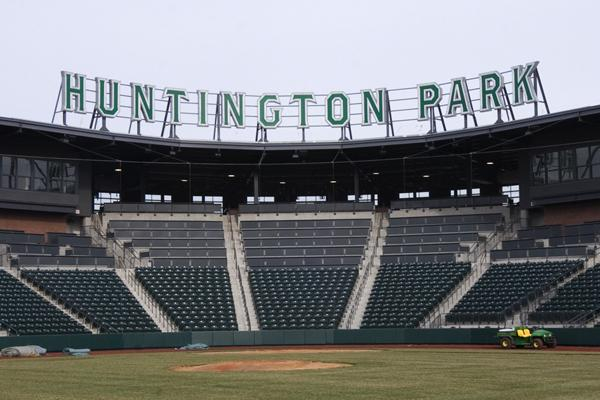 Cleveland Indians minor league players will continue to play at Huntington Park through 2016 now that the club has extended its contract with the Columbus Clippers.