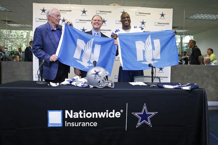 Cowboys owner Jerry Jones, left, and player DeMarcus Ware flank Nationwide Insurance marketing chief Matt Jauchius at a press briefing about the insurer's marketing accord with the NHL club from Dallas.