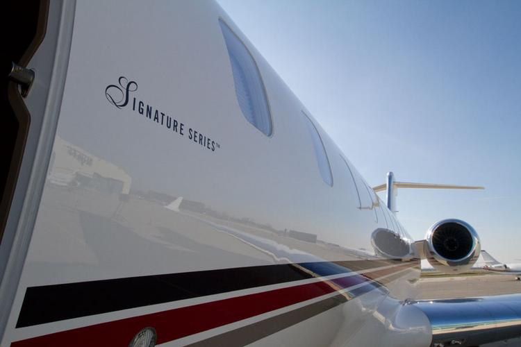 NetJets took possession of a Bombardier Global 6000 to kick off its new Signature Series of jets.