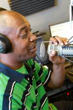 TalktainmentRadio.com broadcasts online to catch wave of listeners