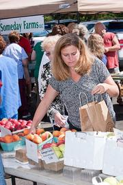 Nationwide Children's Hospital's wellness program features summer farmer's markets stocked with fresh fruits and vegetables.