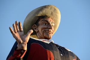 Big Tex's right hand before the October 2012 fire.