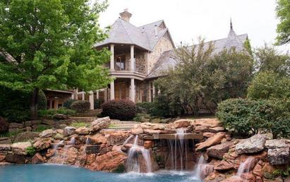 Plano mansion sells at auction