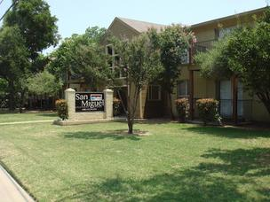 An Irving apartment complex off West Sixth Street was recently sold to an investor.
