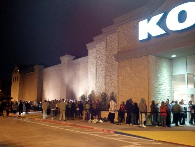 Kohl's announced that it will hire 800 seasonal workers in the Dallas-Fort Worth area to handle shoppers such as these who lined up last year for the midnight opening for Christmas specials at the store in Southlake. Kohl's plans to hire 52,700 seasonal workers nationwide.