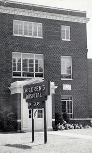 1940 — Texas Children's, quickly renamed Children's Hospital of Texas, opens adjacent to the Freeman Clinic.