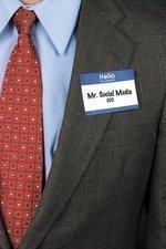 Many top executives slow to use social media