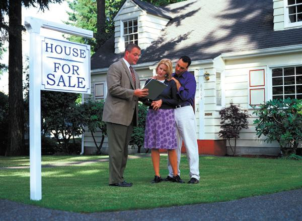 The National Association of Realtors says the median gross income of a Realtor rose almost 25 percent from 2011 to 2012.