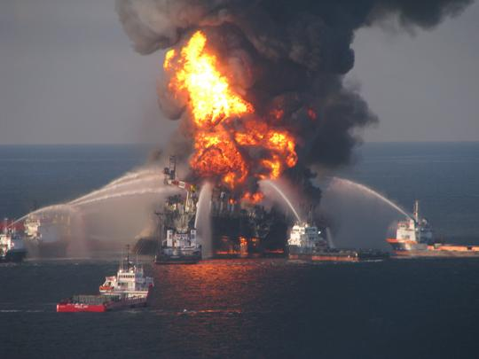 Gaps in safety management programs at offshore wells by BP Plc and Transocean Ltd. contributed to the 2010 Deepwater Horizon disaster, a preliminary report from the U.S. Chemical Safety Board says.