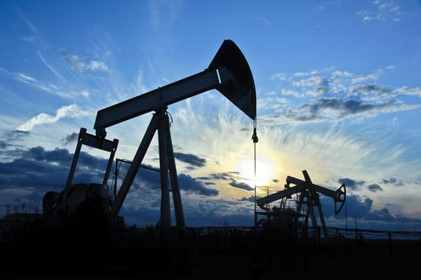 New Mexico has more oil wells waiting to be permitted or drilled than any other state, according to a report released Wednesday by the Western Energy Alliance.The report estimates the number of wells based on pending permits, and shows that New Mexico has about 4,500 oil wells and 2,500 gas wells waiting to be drilled or permitted.