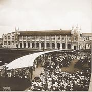 Rice holds its first commencement ceremony in 1916. Thirty five degrees are awarded to 20 men and 15 women.