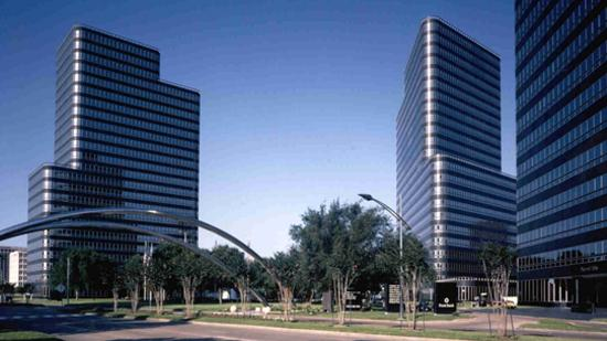 Apache Corp. renews and expands lease at Post Oak Central, a three-building office complex.