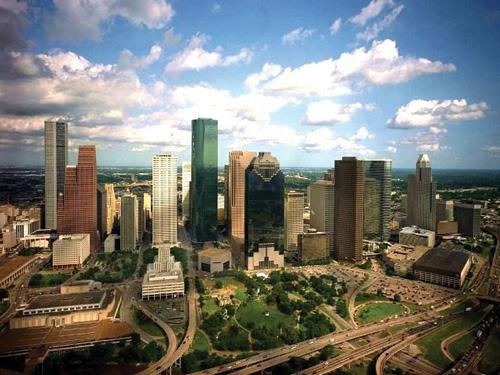 The average rent for apartments in Houston decreased 1.1 percent over the past year, a new analysis from TransUnion shows.