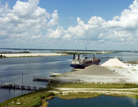 A river dredging operation to prepare for the TraPac terminal at Dames Point.