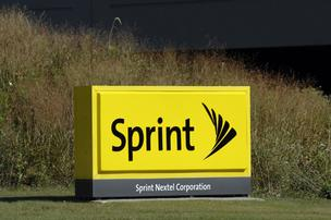 Overland Park-based Sprint Nextel Corp., Apple Inc. and several other big companies settle patent-infringement litigation involving wireless email delivery.