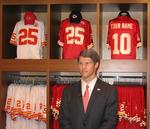 Owner Hunt plays defense for Chiefs fans