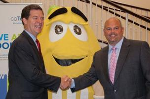 Kansas Gov. Sam Brownback and Mike Wittman, vice president of supply for Mars Chocolate North America, shake hands at Wednesday's announcement that the M&M's and Snickers-maker plans a $250 million plant in Topeka.