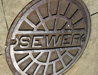 The city, county and Metropolitan Sewer District's plan to control overflowing sewage won approval by federal regulators on Monday.