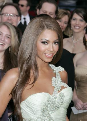 Performer Beyonce Knowles arrives at the 79th Academy Awards in Los Angeles, California, on Sunday, Feb. 25, 2007. Photographer: Francis Specker/Bloomberg News.