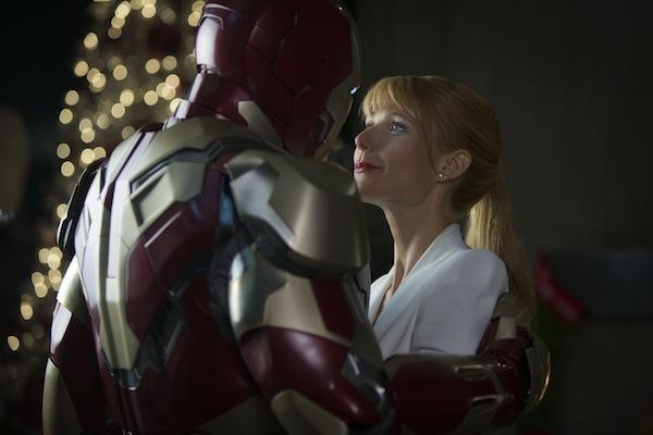 "Industry observers think ""Iron Man 3"" will bow to $150 million to $175 million. ""The Avengers"" grossed more than $200 million in its opening weekend a year ago."