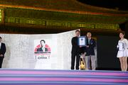 """A world-record 5,339 fans signed a belated birthday card presented to  Robert Downey Jr. by DMG Entertainment, which jointly produced """"Iron Man  3"""" with Marvel, at Beijing's Forbidden City last week."""