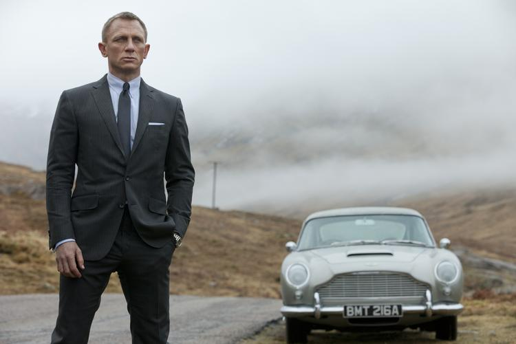 "After grossing more than $300 million at the domestic box office, ""Skyfall"" ranked first in both overall disc and Blu-ray sales last week."