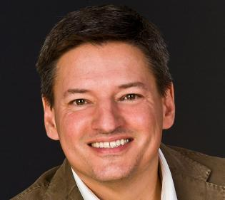 """Netflix Chief Content Officer Ted Sarandos riffed on the concept of """"binge viewing"""" at the D: Dive Into Media conference."""