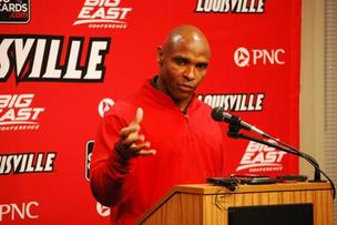 Charlie Strong staying at U of L