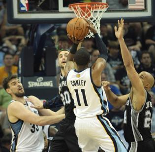 The San Antonio Spurs were able to snatch victory from the Memphis Grizzlies.