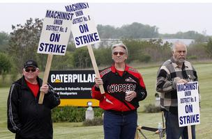 Members of Machinists and Aerospace Workers Local 851 picket outside the main entrance of Caterpillar Hydraulics and Hydraulic Systems headquarters in Joliet, Ill., May 1, 2012.  The plant will stay open and production continued despite a strike by about 800 hourly workers. (Bloomberg)
