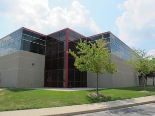 Building Service Inc. of Milwaukee is looking to buy this 61,165-square-foot building in Pewaukee.