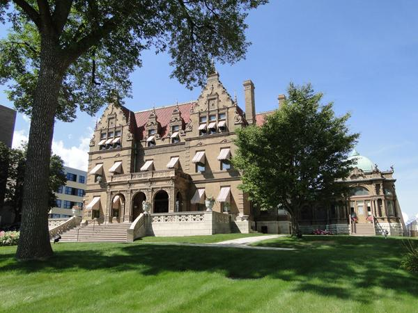 The Captain Frederick Pabst Mansion is teaming with Skyline Technologies and Alverno College on the development of a mobile app promoting Milwaukee-area museums.