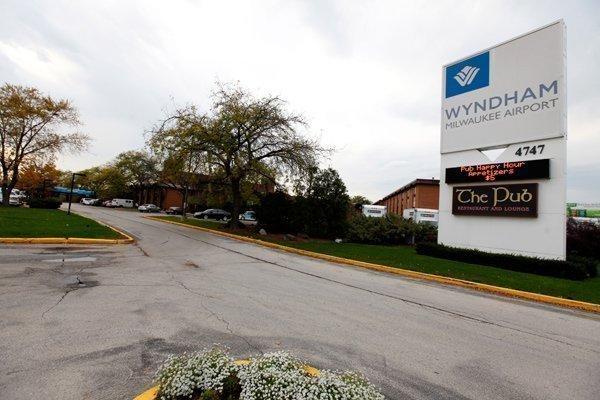 Wyndham Milwaukee Airport Hotel