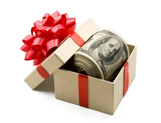 More entrepreneurs and small businesses plan to give holiday bonuses this year, according to a survey.